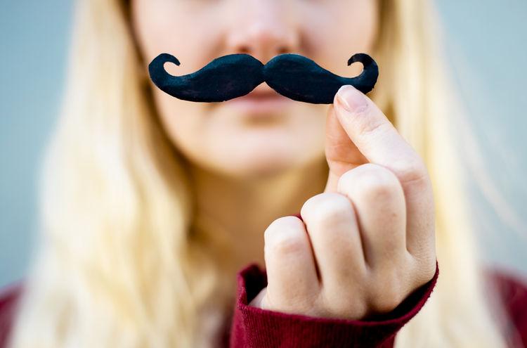 06032019 Frauen Moustache Ngg Symbolbild