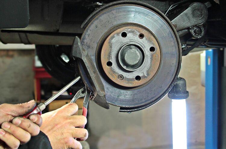 10082018 Automechaniker Symbolbild