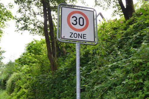 30 Geschwindigkeitsbegrenzung