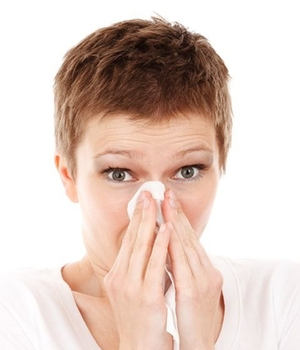 allergie-grippe-niesen-taschentuch