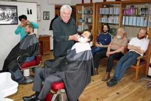 Auferstehungsspiel Friseur
