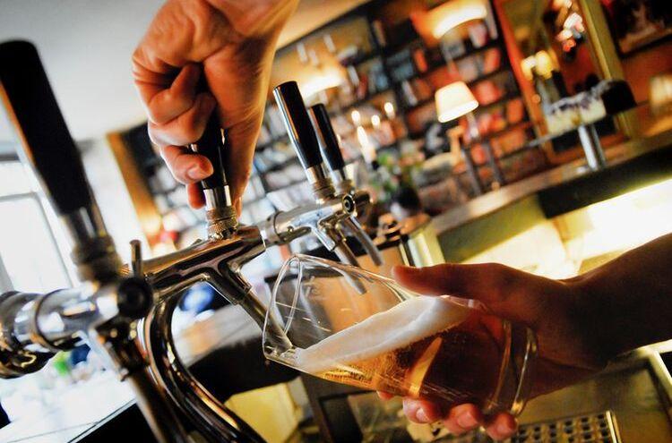 Bierausschank Symbolbild