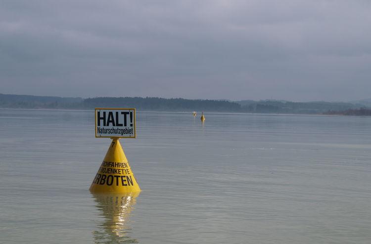 Bild 1b Schutzbojenkette Kernzone Sommer Foto Gebietsbetreuer Chiemsee