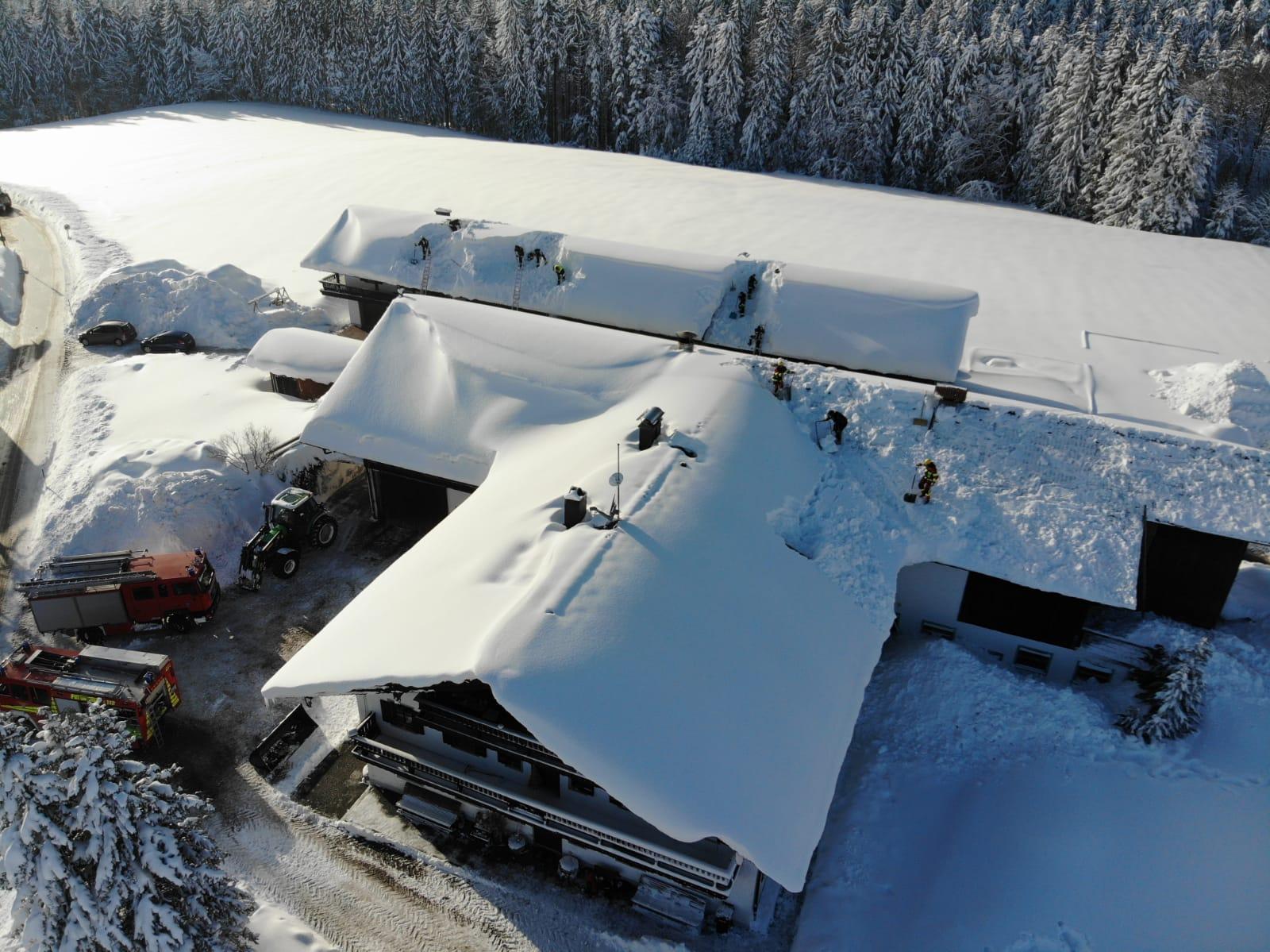 Dachräumung Pechnschneid Winter Katastrophenfall Traunmstein