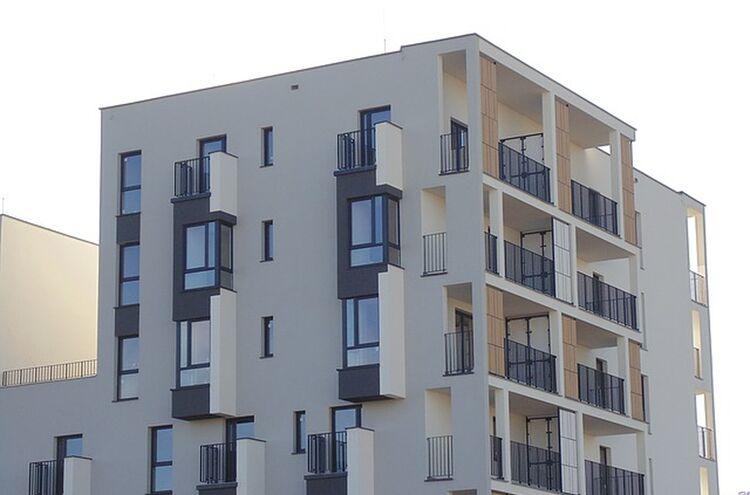 Building 1212440 640
