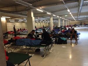 fluechtlinge-industriehalle-freilassing-1