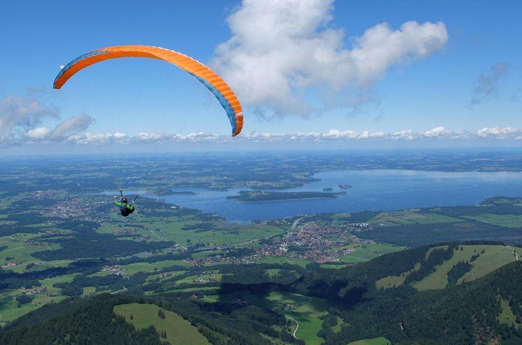 Gleitschirmfliegen Mit Chiemseeblick Chiemsee Alpenland Tourismus
