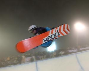 halfpipe-snowboarder