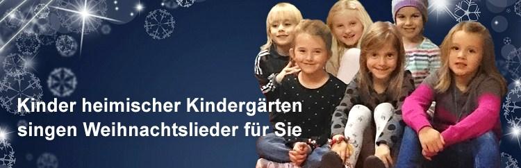 Kindergartenkinder singen Weihnachtslieder