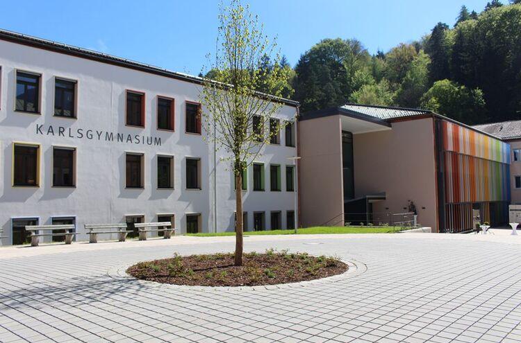 Karlsgymnasium Neu 1