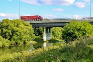 LKW Brücke