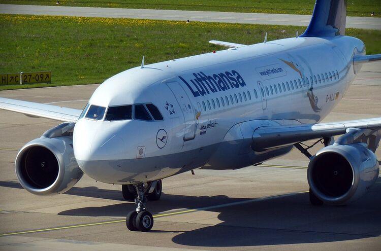 Lufthansa Flugzeug Symbolbild