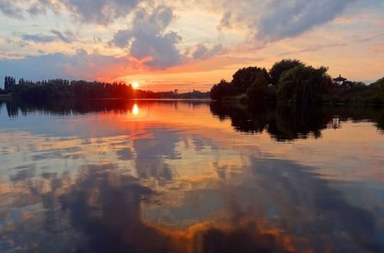 Spaetschicht Abend Sonnenuntergang See 500