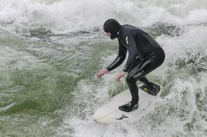 Surfen_Welle_Saalachwelle_Symbolbild
