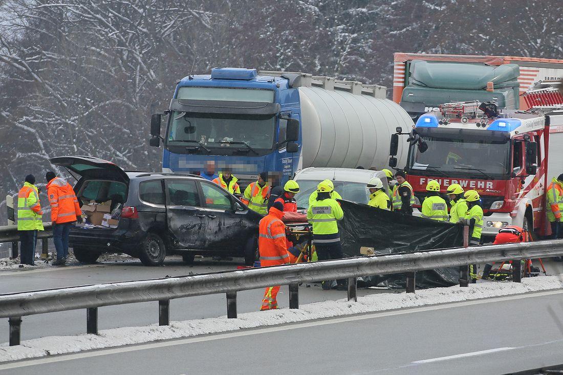 Schwerverletzter bei Unfall auf der A8